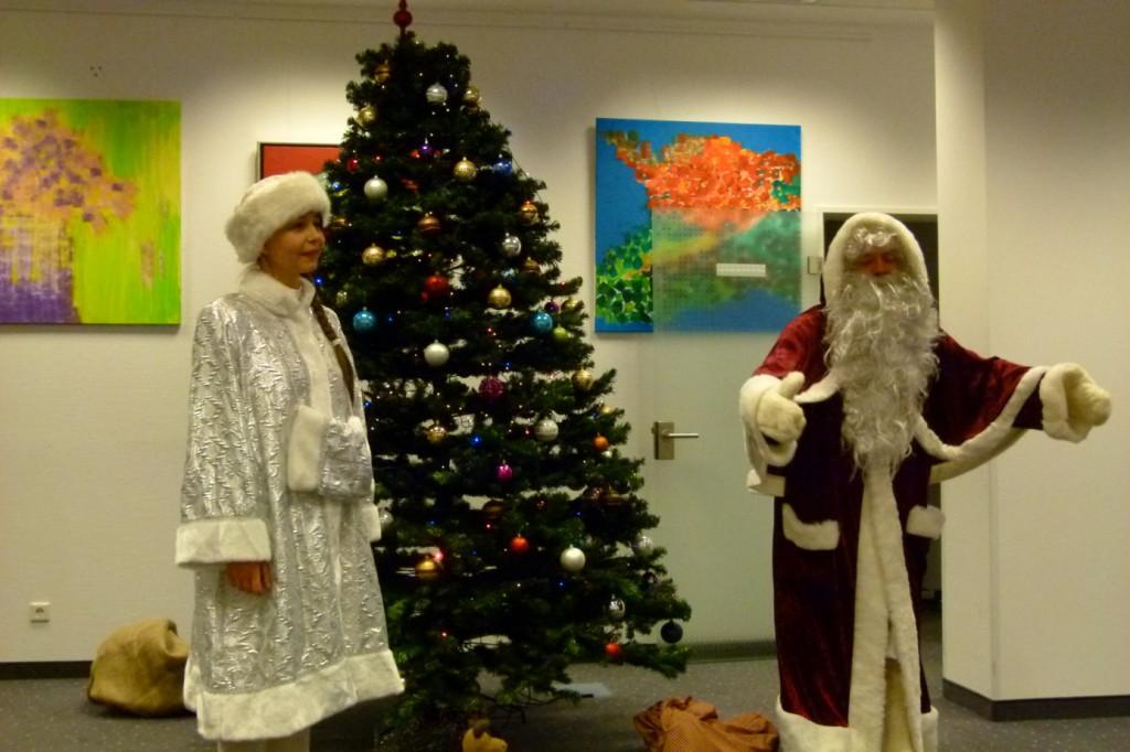 omnicultura e.V. Kinderfest am Jahresende 2014 Berlin - Weihnachtsfest - Der Weihnachtsmann mit Begleitung