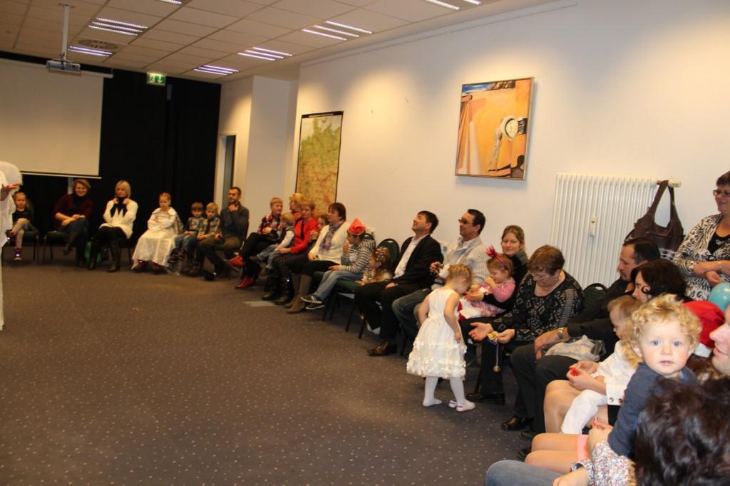 omnicultura e.V. Kinderfest am Jahresende 2014 Berlin - Weihnachtsfest - Die Eltern fieberten die ganze Zeit mit