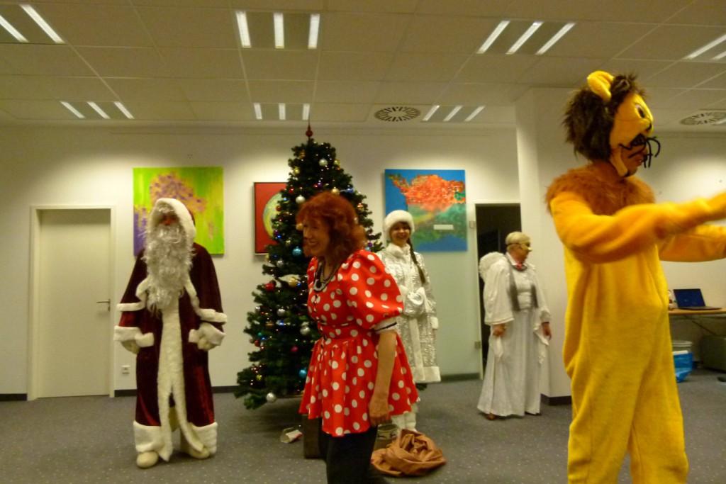 omnicultura e.V. Kinderfest am Jahresende 2014 Berlin - Weihnachtsfest - Maus, Engel und Löwe eilen zur Hilfe
