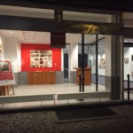 """in der Galerie Omnicultura in Berlin-Tiergarten, Potsdamer Straße 92.: """"ARCHIV VON GRENZZUSTÄNDEN"""" Notizen auf Leinwand des Künstlers Genia Chef"""